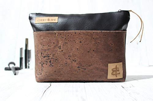 Kosmetiktasche aus Kunst-Leder in SCHWARZ mit Reißverschluss & Innenfutter (beschichtet) und einer Aussen-Tasche aus Kork-Leder in BRAUN.