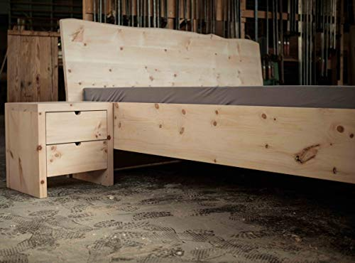 Holzfabrik Zirbenholz Designbett Kopfteil mit Baumkante 180x200