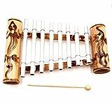 Xilófono artesanal de bambú y metal.