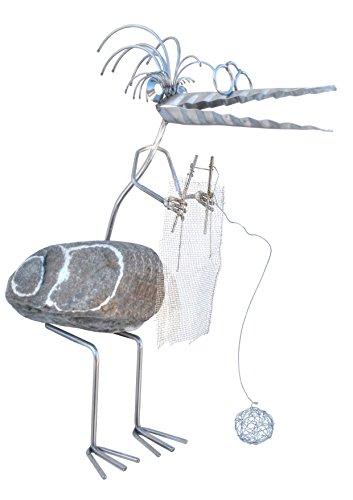 J. Tiedemann Manufaktur & Design Oma Henriette strickend. Gartenfigur Edelstahl Steinvogel mit Naturstein, wetterfest, rostfrei. Deko für Garten, Terasse, Balkon und Wohnung.