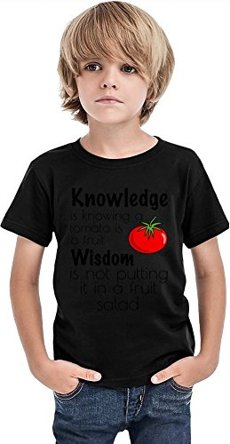 Knowledge Is Knowing A Tomate Is A Fruit Wisdom Slogan Boys Camiseta, Negro, 6-7 Años