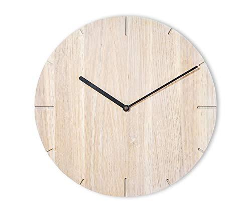 Orologio da parete in legno di quercia calciato chiaro, legno massiccio massiccio, silenzioso meccanismo Junghan, puristico e moderno (lancette nere)