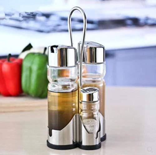 Het restaurant van het hotel specerijen glazen tafel glas water, zout azijn saus kruiden fles mix olie met tandenstoker buis,C