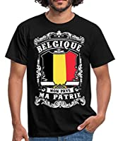 """Exprimez votre soutien à la Belgique avec ce motif au drapeau belge et le texte """"Belgique - Mon Pays - Ma Patrie"""". Un design pour les patriotes belges. Taille assez grand/coupe classique/pas de moulant Expédition rapide/garantie de remboursement Spre..."""