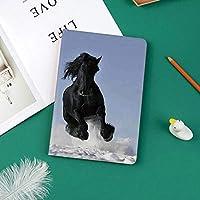 iPad Pro 11 ケース 2018 マグネットス吸着式 オートスリープ機能 スリム 軽量 シルク手触り 高級感 iPad Pro 11インチ専用 スマートカバー雪上で競う黒と白の馬善と悪の神話の象徴的な生き物