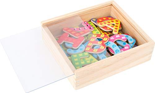 Small Foot 10732 Magnet Holzkiste, 37 Buchstaben farbigen Designs, spielerisch das ABC Lernen und erste Wörter schreiben, Mehrfarbig