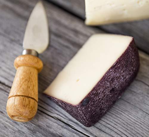 specialità di formaggio sudtirolese solo con latte di montagna dell'Alto Adige affinato in uva nera dal sapore particolare e dal delicato profumo di vino rosso