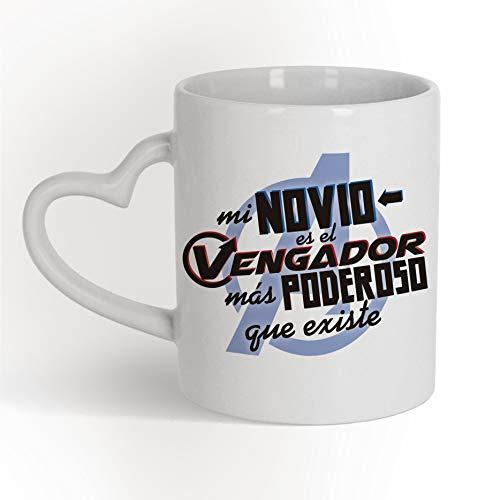 Taza Corazón Mi novio es el Vengador más poderoso que existe MARVEL Los Vengadores - Taza cerámica 350 ml - Taza Frase motivadora para regalar en Aniversarios o San Valentín