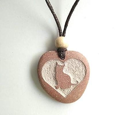 Pendentif SculptÉ Avec Un Coeur Et Un Chat