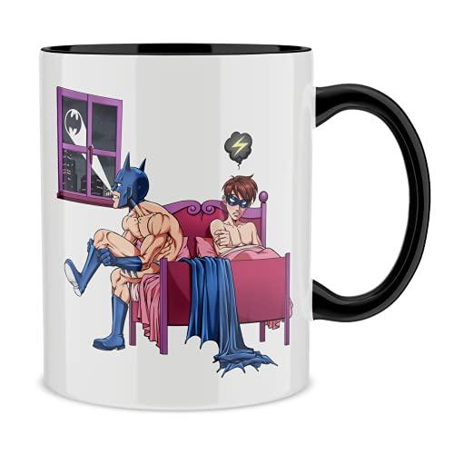 OKIWOKI Taza con asa Negra e Interior Negro Parodia de Batman- Batman y Robin (Taza de Primera Calidad - Impresa en Francia - Réf : 1222)