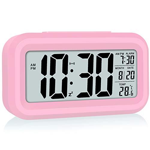 WulaWindy Reloj despertador digital con pantalla LED, funciona con pilas, luz de noche inteligente, fácil operación para niños, durmientes pesados, dormitorio reloj rosa