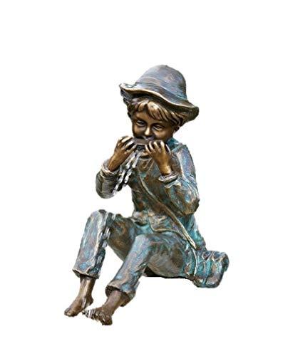 Steinfiguren Horn Junge Til mit Mundharmonika, Skulptur aus Bronze, Wasserspeier