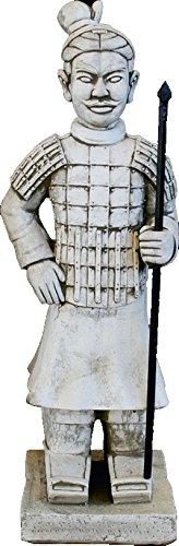DEGARDEN AnaParra Figura Guerrero Xian Chino Terracota Samurai con Lanza para el jardín Decorativa 82cm. hormigón Color Ceniza