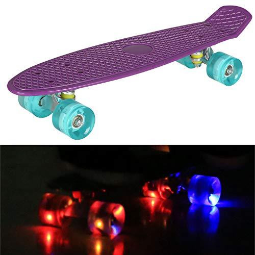 55cm/22 Mini Cruiser Board Retro Skateboard Komplettboard mit LED Leuchtrollen für Jugendliche Kinder und Erwachsene (Lila Deck - Blau Rollen)