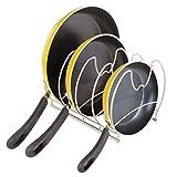 mDesign Estantería para cocina – Elegantes accesorios para muebles de cocina con 4 ranuras para sartenes – Organizador de sartenes y planchas – plateado mate