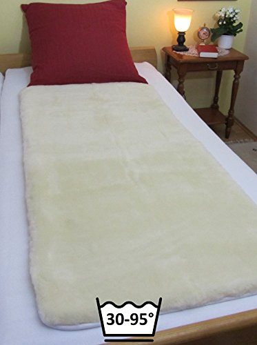 LANAMED L 75 x 150 cm – Australische Komfort Bettauflage aus ultra-dichter Schurwolle. Mit 1900g/m² etwa 50% mehr Wolle als ein Lammfell. Himmlisch bequem, druckentlastend, atmungsaktiv und bei 30-95°C waschbar ! Wegen der sehr guten Druckentlastung und der hervorragenden Atmungsaktivität wird das LANAMED auch als bequeme Anti-Dekubitus Bettauflage sowie bei Rückenschmerzen, Hüftschmerzen, Rheuma oder Fibromyalgie verwendet. LANAMED L 75 x 150 cm