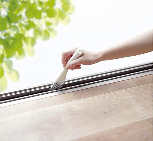 サッシをお掃除するために作られたブラシだから、使いやすさは抜群です。適度な長さと幅、ハリのある毛先で気になる汚れをスッキリとお掃除できます。