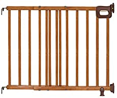 """Summer Infant Deluxe Stairway Simple to Secure Wood Gate, 32"""" Tall Fits Openings up to 30"""" to 48"""" Wide Baby and Pet Gate for Hallways, Doorways and Stairways, Oak"""