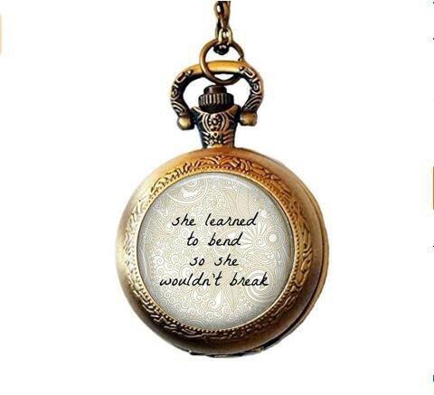 Nijiahx unterstützendes Zitat – Unterstützung für Lebenskrisis – Unterstützung für die Scheidung – #MeToo Bewegung – Starke Frau – Stärkung – Zitat über Frauen Taschenuhr Halskette