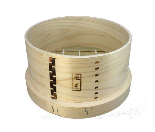 良質なひのきを使用し、国内の熟練職人が丁寧に作った逸品。池匠オリジナルの数少ない日本製の和せいろです。蓋は付いていないので、別売りのものを合わせて購入してください。鍋は30㎝が合います。