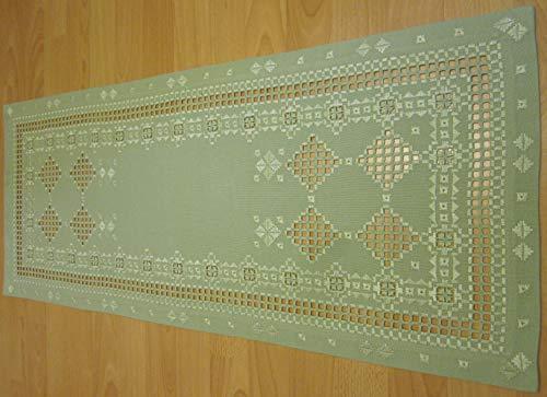 Handimex Hardanger Tischdecke 40x90 cm, feines Ton in Ton lindgrün gestickt, 100% Handarbeit