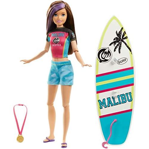 Barbie- Bambola Skipper con Tavola da Surf Giocattolo per Bambini 3+ Anni, GHK36