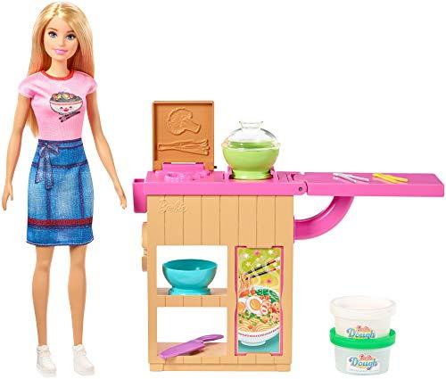 Barbie Restaurante japonés de juguete Noodle Bar, muñeca rubia, mesa de trabajo y accesorios (Mattel GHK43)