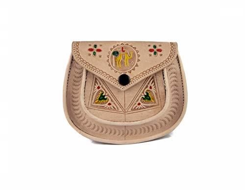 Echte Marokkaanse handgemaakte echte kleine lederen crème zadel handtas voor vrouwen met gekleurde hoogtepunten, getooled met ingewikkelde traditionele ontwerpen, popper sluiting, schouderriem