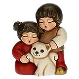 THUN - Statuina Presepe Coppia di Bambini con Gatto - Decorazioni Natale Casa - Linea Presepe Classico, Variante Rossa - Ceramica - 5,5 x 4 x 6,5 h cm