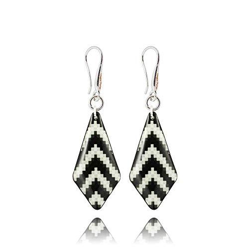 Modern Schwarz und Weiß Gestreiftes Dreieck Baumeln Ohrringe Geschenke für Damen; Funky Zebra Design Schmuck Dragon Porter ; Maß 3x1.3cm