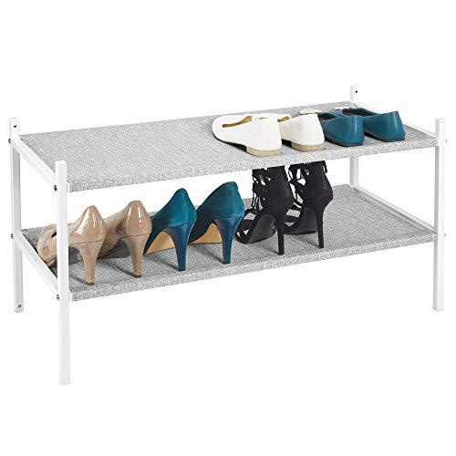 mDesign Mueble zapatero para el armario o el recibidor – Guarda zapatos bajo de metal y tejido transpirable, repelente al agua – Compacta estantería zapatero con 2 baldas – gris y blanco