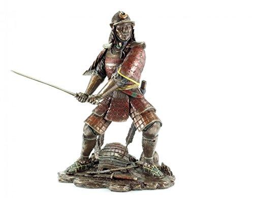 Samurai con espada de bronce.