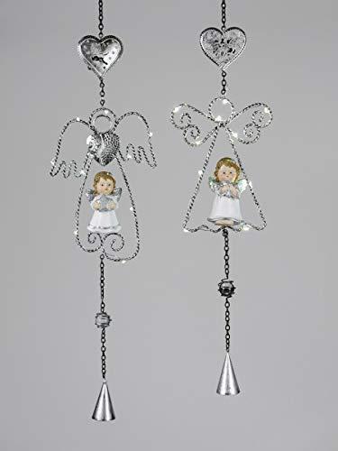 Formano 1 Hänger Engel Weiss-Silber mit LED-Licht 58cm Eine Kombination aus silbernem Metall und Kunststein-Figur mit klaren Glaskugeln und angehängtem Glöckchen Verziert
