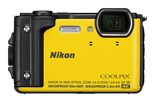 Nikon VQA072K001 - Kompakte Digitalkamera W300, 16 MP, 3 LCD-Bildschirm, 4 K FHD, AF-Technologie Gelb - Holiday Kit mit wasserdichtem Rucksack
