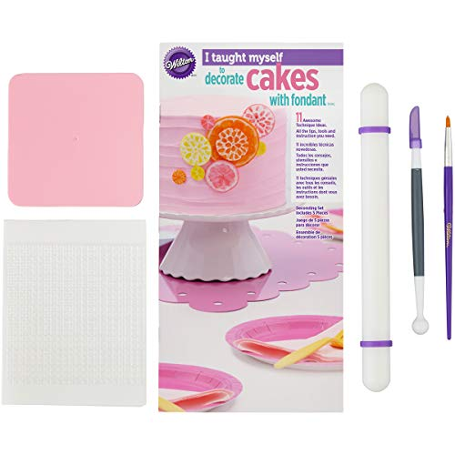 "Wilton""I Taught Myself To Decorate Cakes With Fondant"