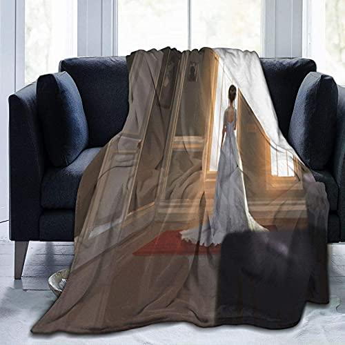Manta de microfibra ultrasuave, hermosa princesa en la habitación del castillo mirando cuentos de hadas a la distancia, decoración del hogar manta cálida para sofá o cama, 150 x 40 pulgadas