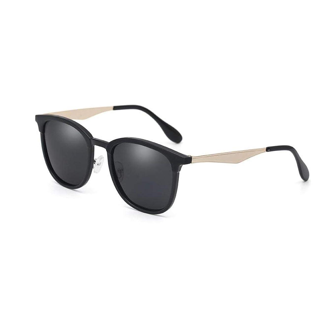 掘る八百屋到着するレトロサングラス男性と女性のメガネ偏光サングラスHDドライビングメガネスポーツゴーグルアンチグレアファッションアンチUV(カラー:4)