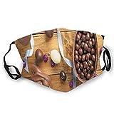 Delicioso chocolate con la cinta de huevos en una preparación de vacaciones de mesa de madera,Máscara para adultos