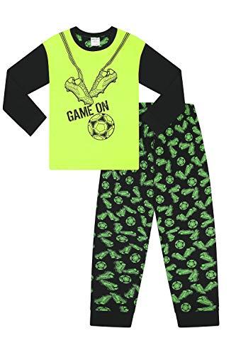 Cool jongens spel op voetbal laarzen lange pyjama zwart en groen