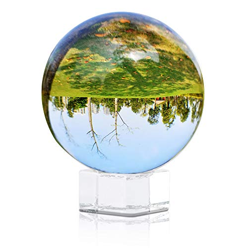 Intirilife Glaskugel mit Ständer in KRISTALL KLAR 80 mm – Kristallkugel mit Glasständer perfekt geeignet für Fotografie, Meditation, Dekoration UVM. – Kristallball Glasball Fotokugel