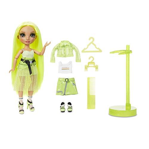 Rainbow High Muñecas de Moda Coleccionables - Ropa de Diseñador, Accesorios y Soporte - 2 Atuendos para Combinar - Juguetes para Niñas de 6 a 12 Años - Karma Nichols, Verde Neón - Rainbow High Serie 2