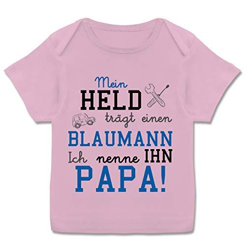 Sprüche Baby - Mein Held trägt einen Blaumann - 56-62 - Rosa - blaumann Baby Junge - E110B - Kurzarm Baby-Shirt für Jungen und Mädchen