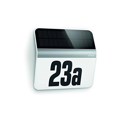 Ein beleuchtetes Solar-Hausschild