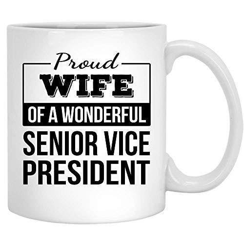Taza de café divertida con texto en inglés 'Proud Wife of Senior Vicepresident Gifts - Taza de té de cerámica, color blanco, 325 ml