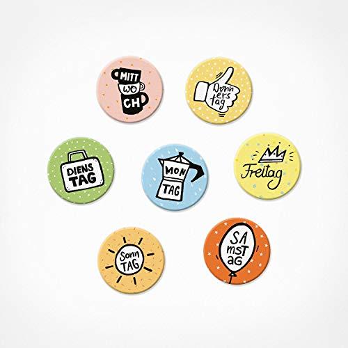 PICKMOTION Wochen-Tage Set | 7 kleine Magnete | Dekorativ für Magnet-Tafel, Magnet-Wand, Whiteboard, als Kühlschrank-Magnete, Magnete, bunte lustige Motive, 7-Tage-Woche, BMS-0103, wochentage