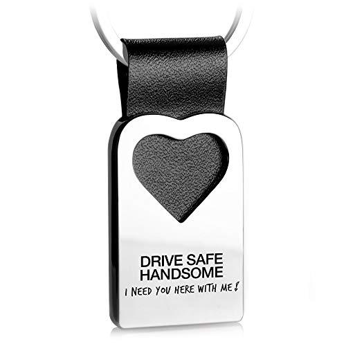 FABACH Herz Schlüsselanhänger mit Gravur aus Leder - Auto Glücksbringer Anhänger Fahr vorsichtig - Drive Safe Handsome I Need You here with me
