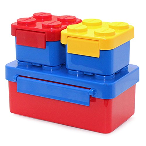 レッド、イエロー、ブルーの3個セットのブロックランチボックス。積み重ねできる楽しいデザイン。