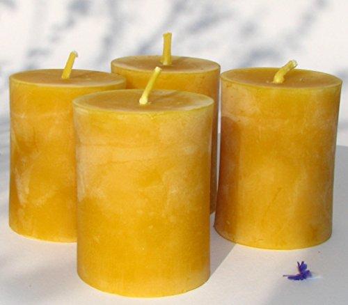Figura Santa 4 kleine Stumpen Kerzen Höhe 6 cm, Durchmesser 4,5 cm. Bio BIENENWACHS Kerzen aus 100% Bio Imkerwachs - Kerzen aus der Schwarzwälder Kerzenmanufaktur