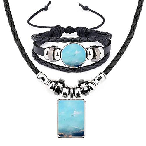 Conjunto de joias com pulseira e colar de couro com pássaro de céu branco