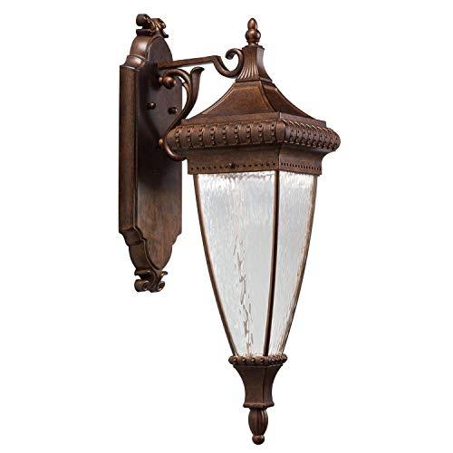 Venetiaanse regen buiten grote muur lantaarn